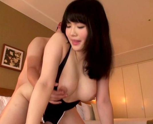 ポッチャリ系巨乳JKが乳首ペロペロ舐めながら太腿コキ責めの脚フェチDVD画像6