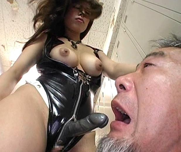 ドエスな痴女秘書がM男のサラリーマンにハイヒールで靴コキ責めの脚フェチDVD画像5