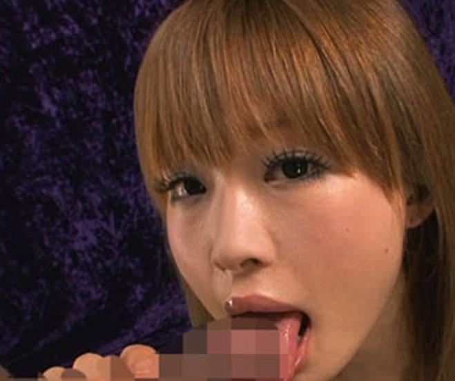 茶髪美少女がいやらしい淫語を囁きながら生足でオナサポ足コキの脚フェチDVD画像4