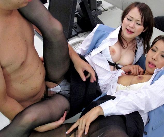 黒パンストのOL痴女2人組が蒸れて湿った足裏で脚コキ&足射の脚フェチDVD画像5