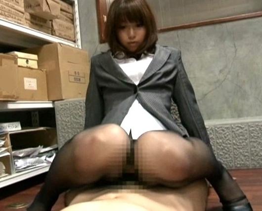 エロいパンスト美脚の秘書が尻コキや太腿コキで射精へ誘うの脚フェチDVD画像3