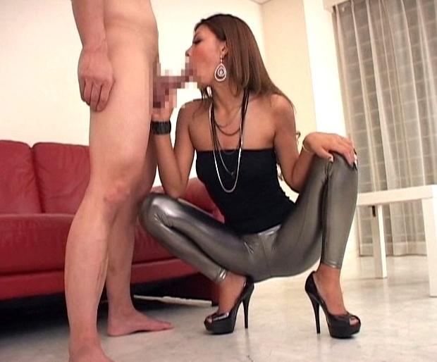 エロ過ぎる下半身の黒ギャルがレギンスを穿いたまま着衣SEXの脚フェチDVD画像2