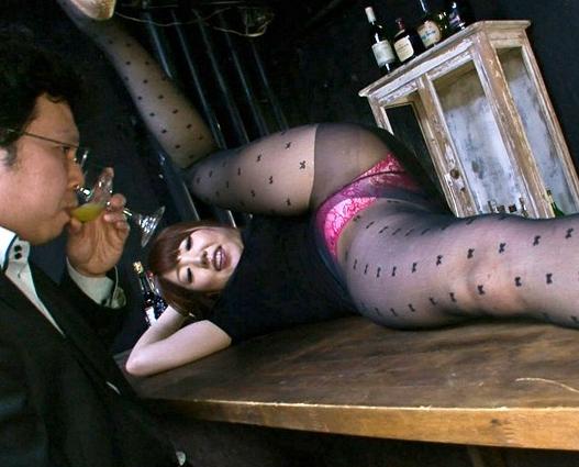 軟体美脚の内村りなが黒パンストで男を誘惑し足コキや着衣SEXの脚フェチDVD画像4