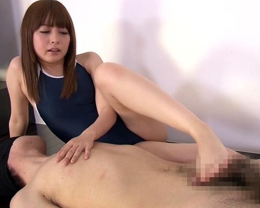 アイドル系美少女JKがスク水姿でM男に足コキ責めの脚フェチDVD画像6