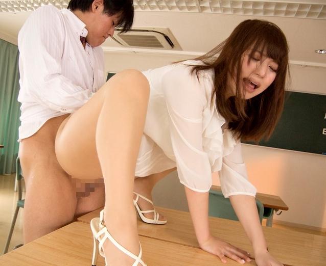 ムッチリ下半身の美人女教師は黒パンスト美脚で足コキ責めの脚フェチDVD画像6