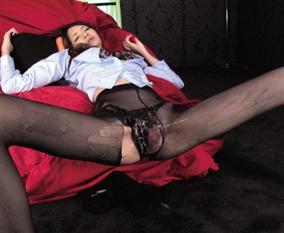 美脚マニアには堪らない8頭身モデルの生脚で足コキ責めの脚フェチDVD画像4