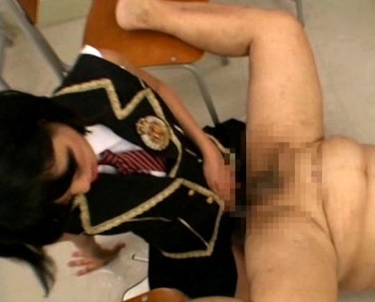 ロリ娘が蒸れて足臭漂う臭い黒ニーハイソックスで足コキの脚フェチDVD画像6