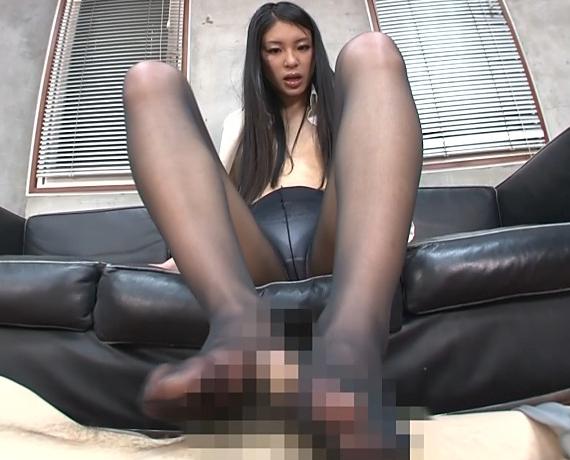 エロ秘書が課長にパンスト足コキでドピュドピュ大量足射の脚フェチDVD画像4