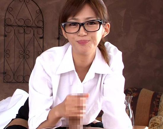 卑猥なお嬢様がガーターストッキング美脚で足コキ&着衣SEXの脚フェチDVD画像3
