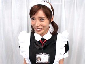 【桜井彩】マジックミラー号でメイドコスの'可愛すぎる女子社員'が顔面騎乗でクンニイキしてフェラチオ奉仕!