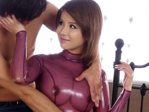 【佐々木エリー】巨乳もクビレも際立つキャットスーツで濃厚フェラ&エロすぎSEX
