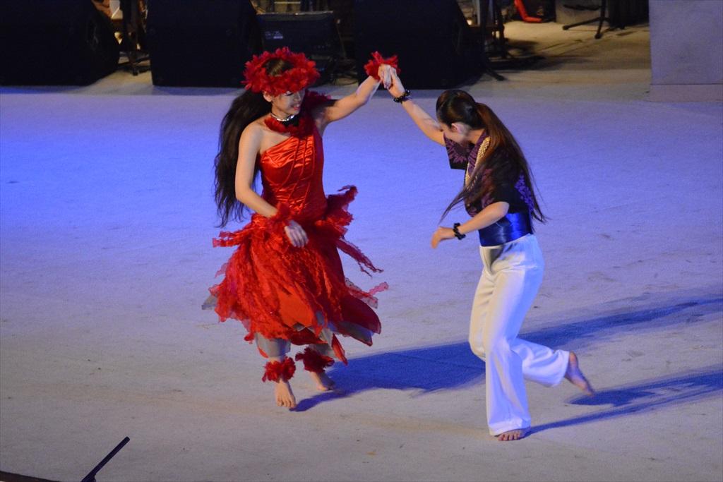 まずは、フラガールによるダンスから_25