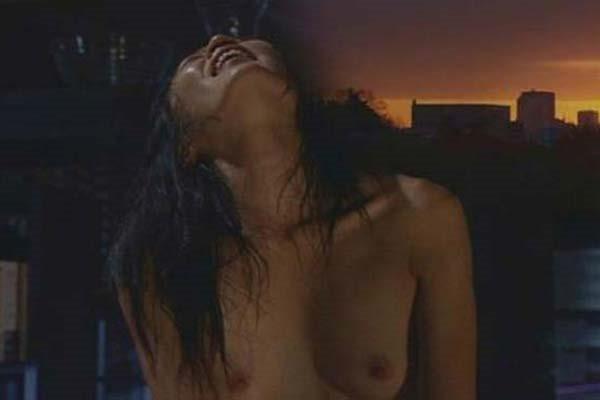 寺島しのぶ ヌード画像 乳首出し全裸ヌード1