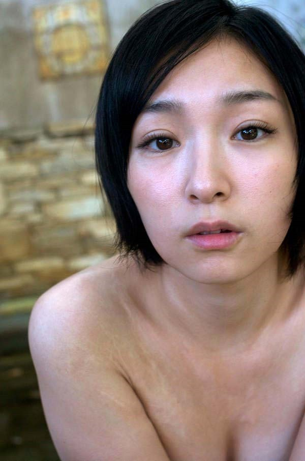 加護亜依の手ブラおっぱい全裸ヌード画像