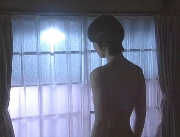 石田ゆり子の上半身ヌード画像10