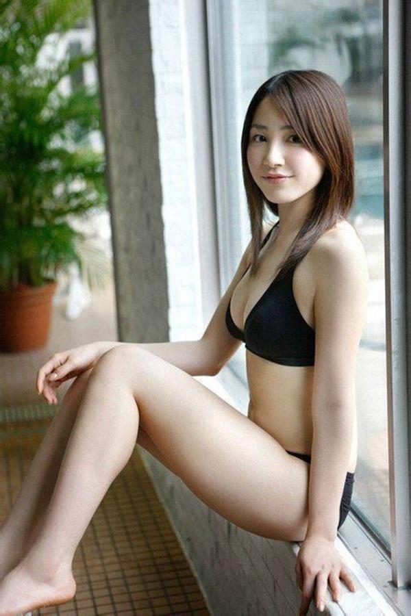 吉川友の美人セクシー画像10