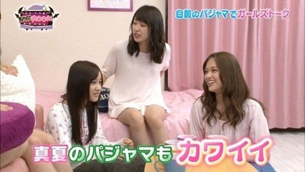 乃木坂のパジャマ姿で女子会の生脚画像10