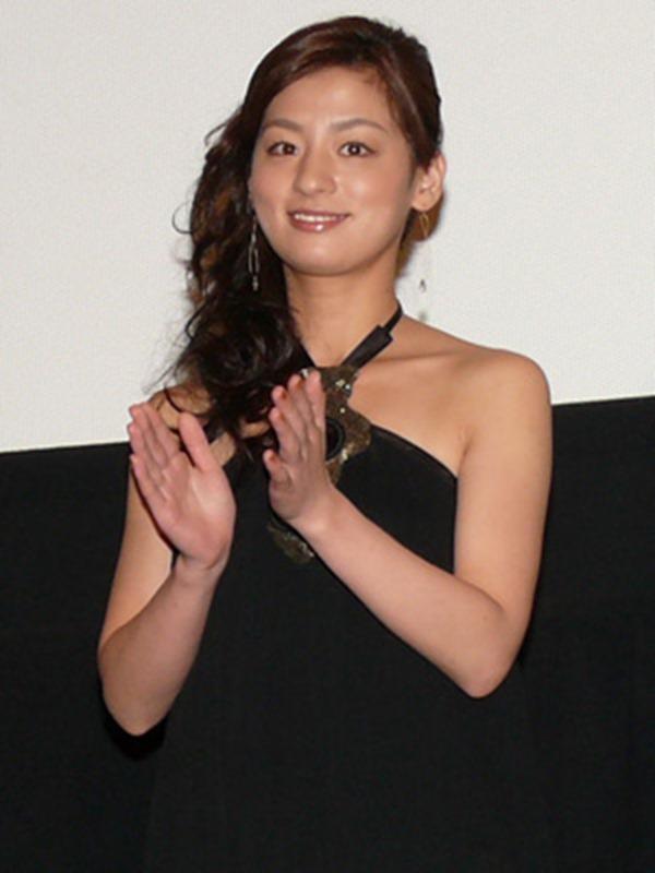 尾野真千子の乳首おっぱい画像10