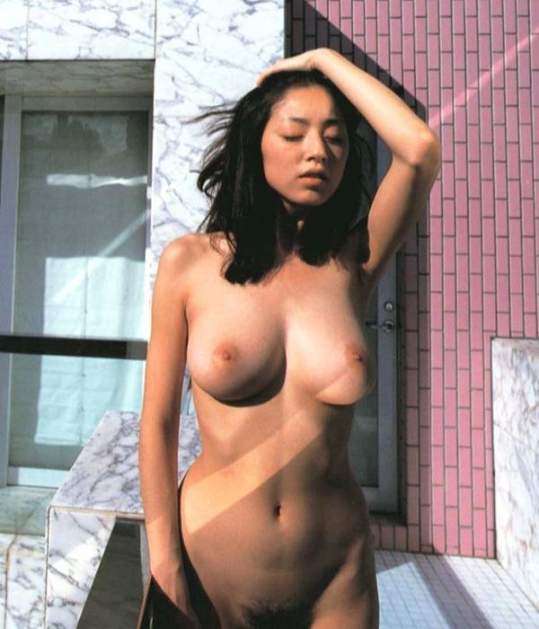 高岡早紀の巨乳おっぱい乳首ヌード画像10