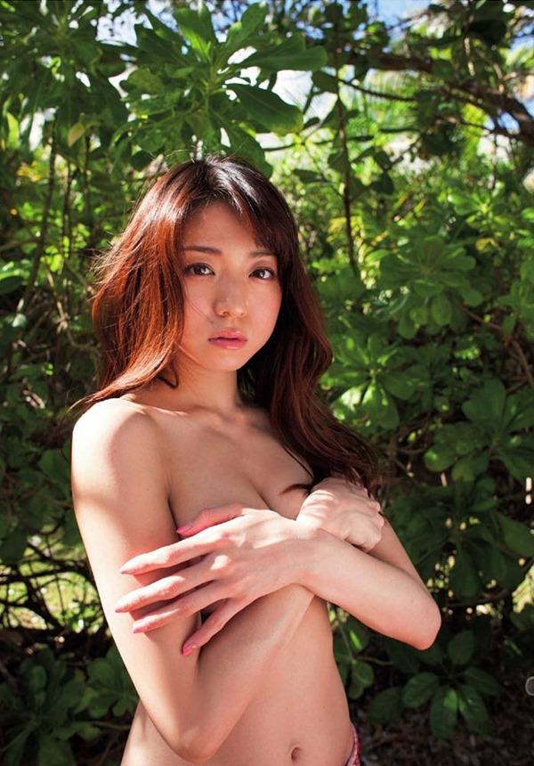 中村静香のハミ乳輪トップレス上半身裸画像10