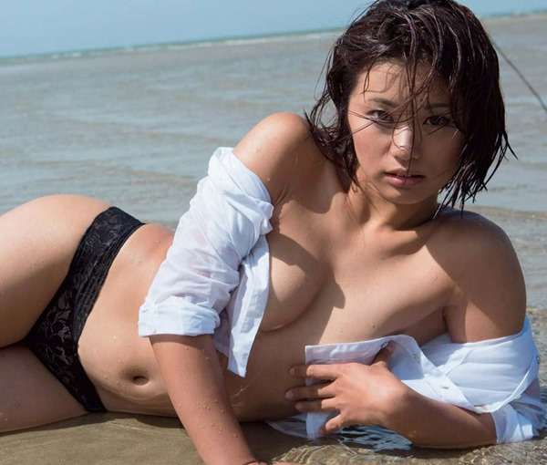安枝瞳ヌード画像11