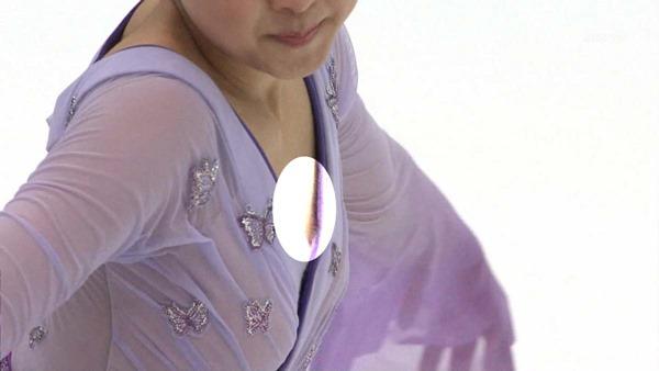 浅田真央の乳首見え画像11