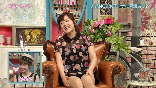 水ト麻美アナのパンチラ胸チラ画像11