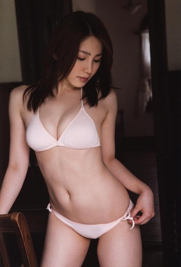 吉川友の美人セクシー画像11