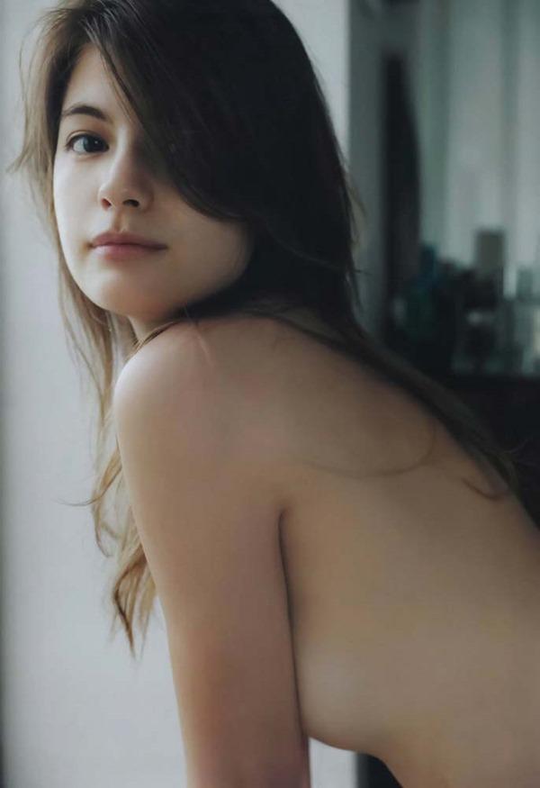 マギーの乳首隠し尻出し全裸ヌード画像11