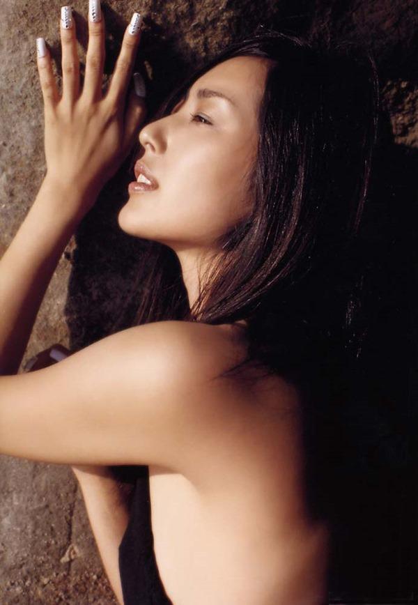 木村多江のセミヌード全裸入浴画像11