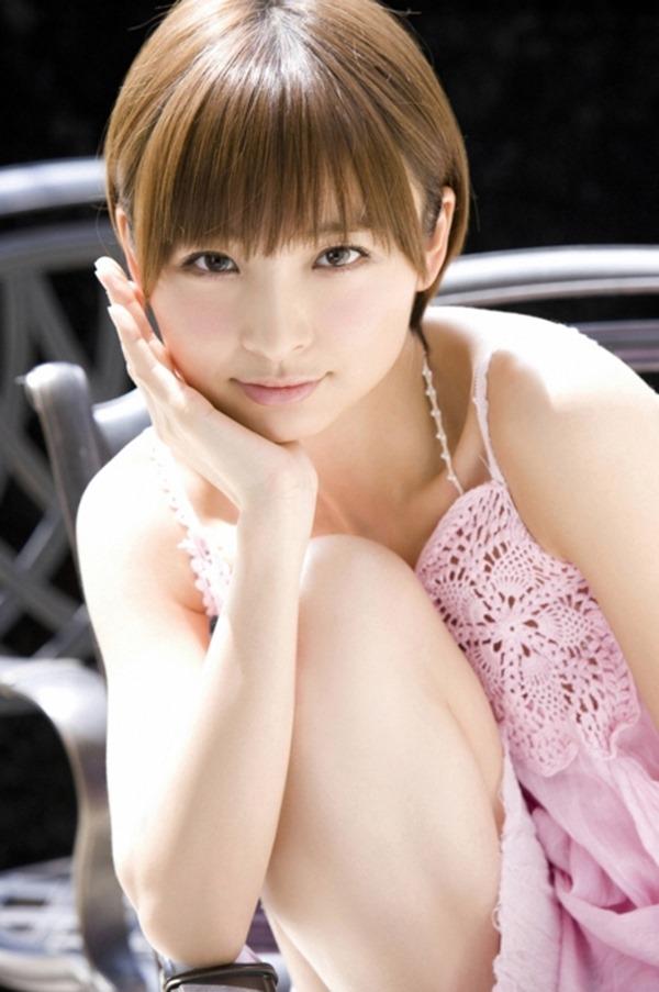 篠田麻里子のグラビア画像11