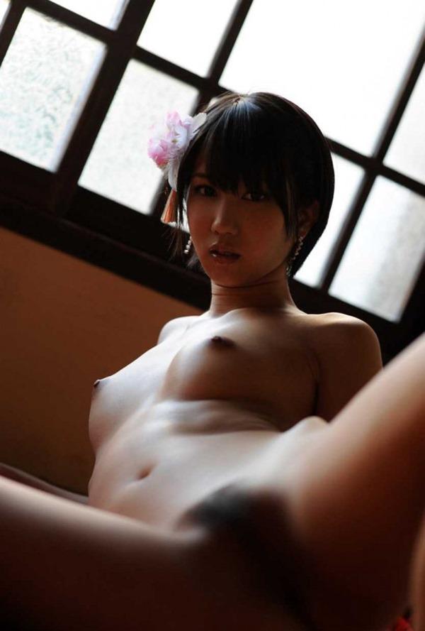 湊莉久のマン毛ショートヘア黒髪画像11