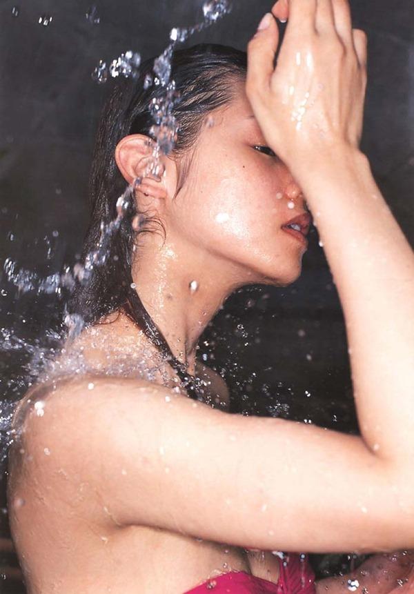 小西真奈美の全裸入浴ヌード画像11