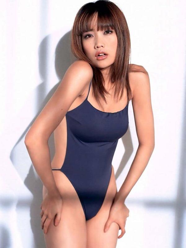佐藤江梨子の巨乳おっぱい手ブラヌード画像11