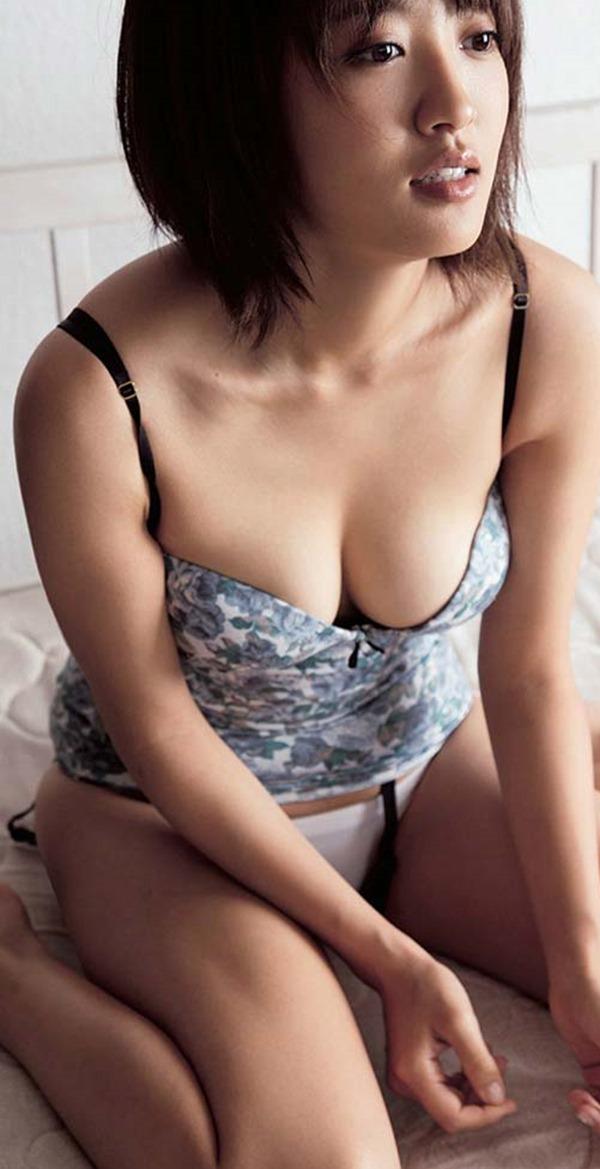 夏菜に胸の谷間トップレス上半身裸画像11