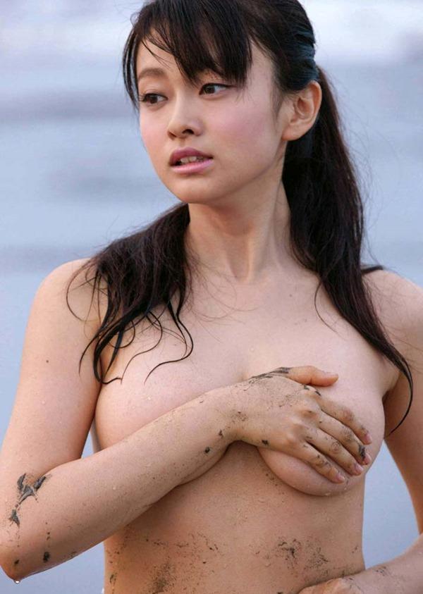 山地まり全裸ヌード画像12