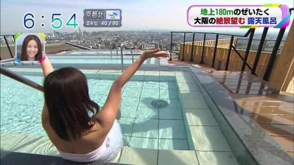 稲富菜穂の入浴前バスタオル姿画像12
