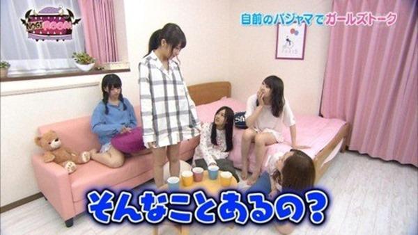 乃木坂のパジャマ姿で女子会の生脚画像12