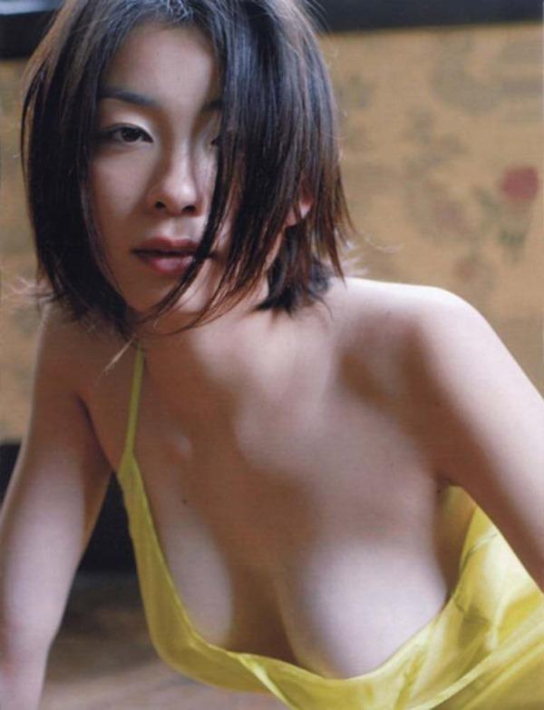 奥菜恵の美乳ヌード画像12