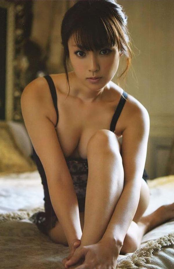 深田恭子のハミ乳ハミ尻な透け下着巨乳おっぱい画像12