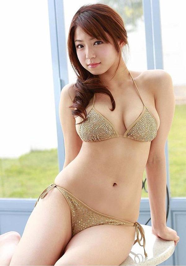 篠崎愛のハミ乳ハミ尻グラビア巨乳おっぱい画像12