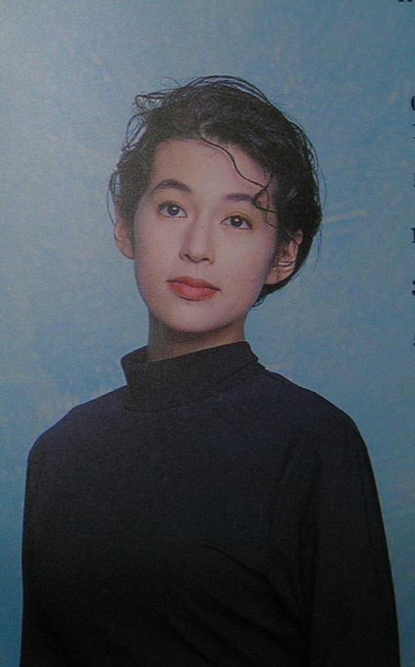 鈴木保奈美の乳首見え美乳おっぱい画像12