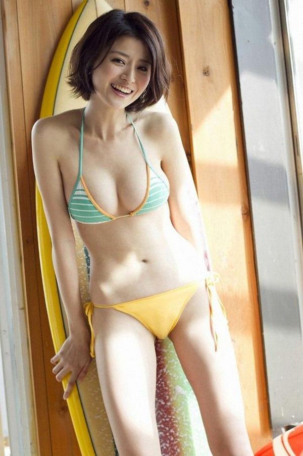 鈴木ちなみの手ブラ巨乳トップレス上半身裸画像12
