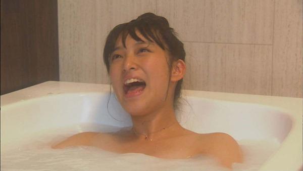 武井咲のキュートな太もも胸の谷間ちっぱい水着画像12