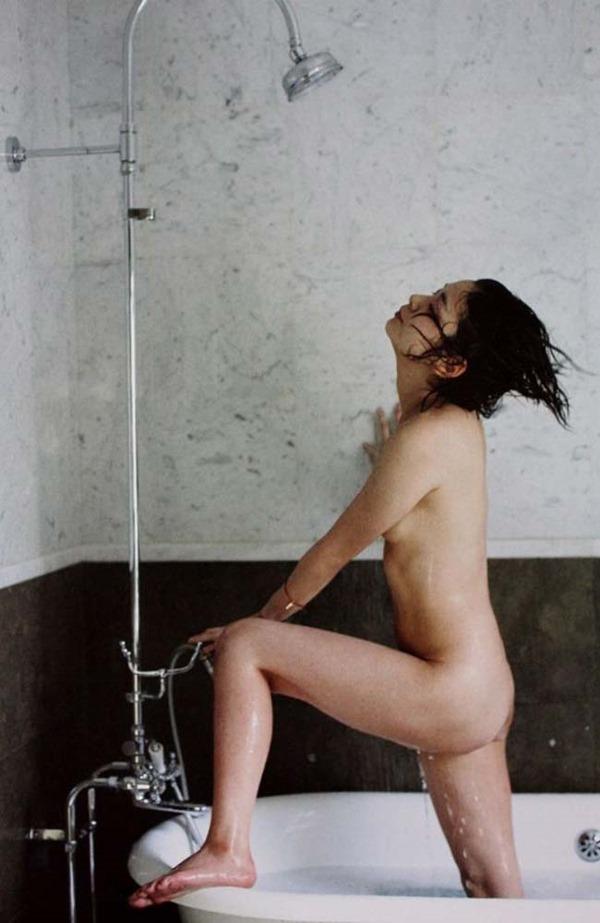 田畑智子の丸見え乳首ヘアヌード美乳画像12