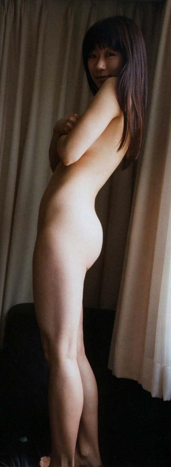 時東ぁみの手ブラおっぱいセミヌード画像12