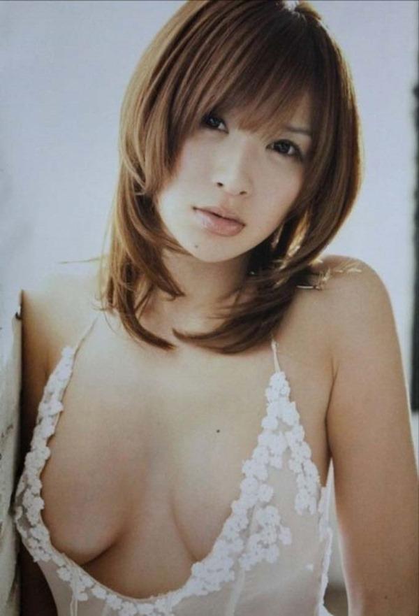 手島優のハミ乳首セミヌード画像12