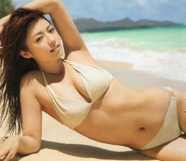 深田恭子の抜けてしまう悩殺ボディ水着画像12