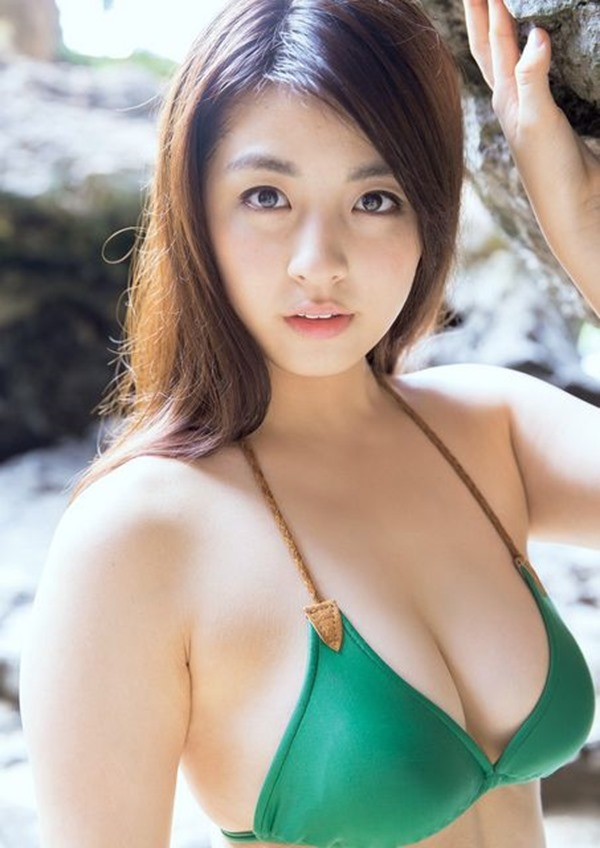 タヌキ顔が愛らしい柳ゆり菜の極上ボディー水着画像12