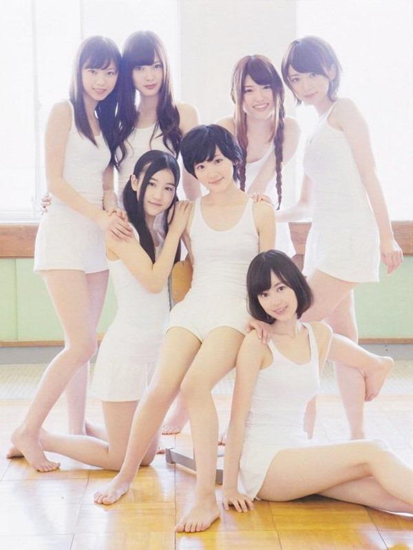 乃木坂のパジャマ姿で女子会の生脚画像13